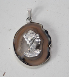 Agaat Steen gezet in zilver met afbeelding 19e eeuwse dame
