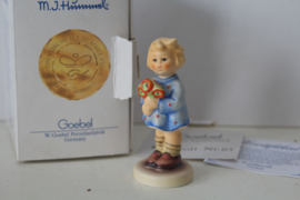 Goebel Hummel 239a - Mädchen mit blumenstraus / girl with nosegay 1967