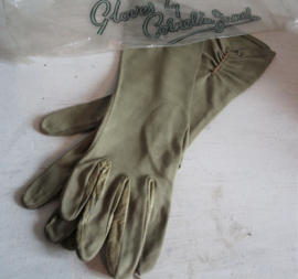Design handschoenen Door Cornelia James