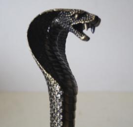 Wandelstok  met een cobra kop als handvat