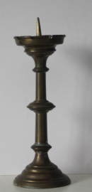 Messing altaar of penkandelaar