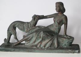 Art Deco - Moderna- gipsen beeld van een vrouw met haar hond