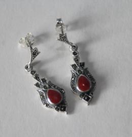 Zilveren oorbellen (stekers) met markasiet en rood koraal