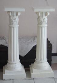 2  Grote massief witte houten pilaren (103 cm hoog)