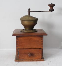 Antieke houten koffiemolen, eind 19e eeuw