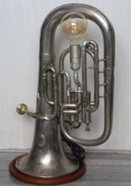 Lamp gemaakt van een Tuba merk D. Ansingh en co, solist