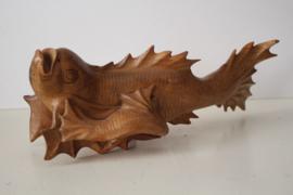 Japans houten beeld van  Koi karpers - handgesneden 20e eeuw