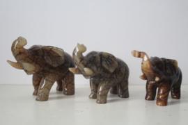 Set van 3 uit jade gesneden olifantjes