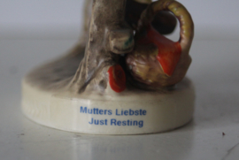 Goebel Hummel - Nr  112 Mutters Liebste/Just Resting