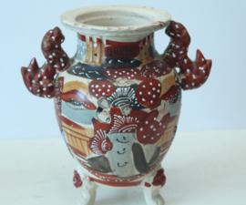 Antieke Japanse Satsuma vaas op drakenpootjes
