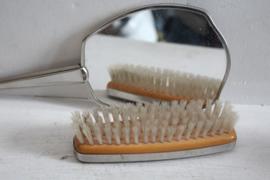 Vintage handspiegel met kledingborstel