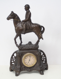 Art deco J.L.B. klok met Franse Militair te paard - ca 1920