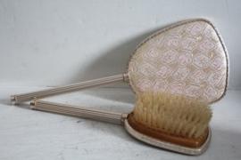 Vintage handspiegel met haarborstel
