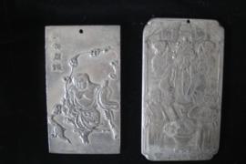 2 Tibetaans zilveren amuletten