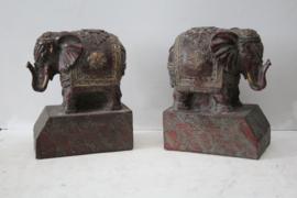Boekensteunen in de vorm van Aziatische olifanten