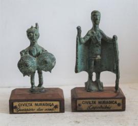 Twee bronzen Nuraghi beeldjes