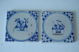 2 blauw witte tegels met fruitschaal