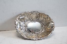 Bewerkt zilveren schaaltje (trinket dish) - Broadway and Co 1991