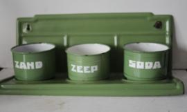 Zand Zeep en Soda rekje - groen emaille met opgehoogde letters