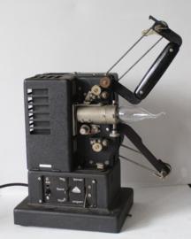 Antieke Siemens projector omgebouwd tot industriële lamp