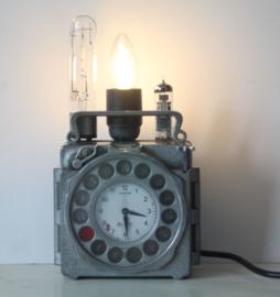 Unieke Industriële lamp gemaakt van een Junior Duivenklok