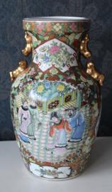Prachtige Chinese vaas versierd met vergulde elementen