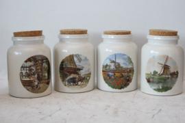 4 Aardewerken potten met typisch Nederlandse voorstelling