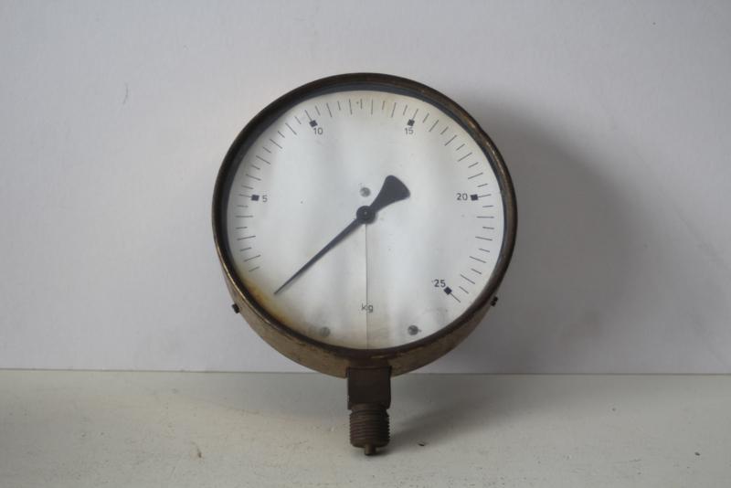 Messing meter van een industriële weegschaal