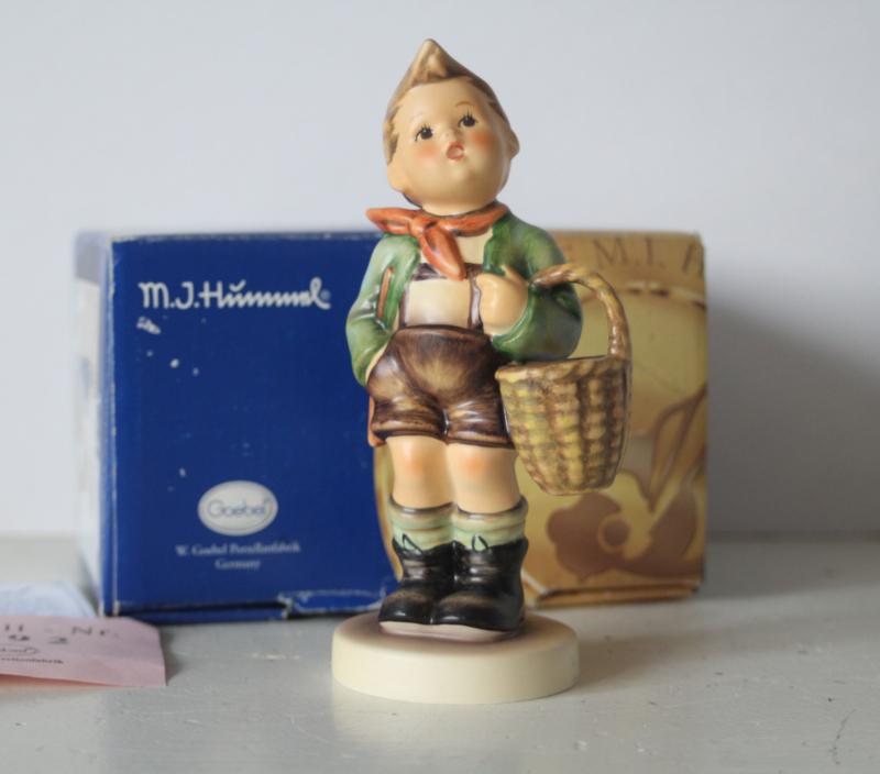Goebel Hummel 951 - Dorfbub/Village boy in originele doos