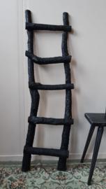 Zwart houten trapje 140 cm hoog