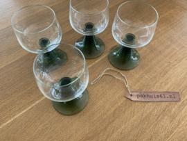 4 wijnglazen met groene voet | Roemers