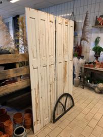 Oud houten drie-luik