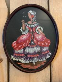 Houten ovale lijst met kruissteek borduurwerk