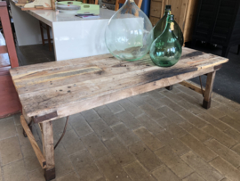 Lage oude houten tafel
