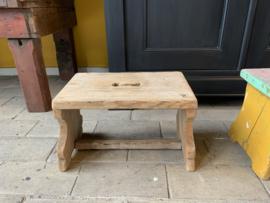 Oud houten bankje 35 cm lang