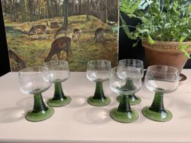 6 wijnglazen met groene voet   Roemers