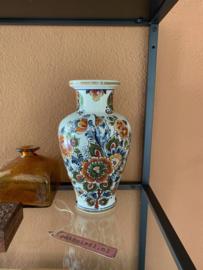 Vaas Delfts gekleurd aardewerk