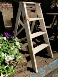 Wit houten trapje 95 cm hoog