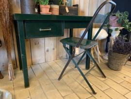 Groen metalen bureau