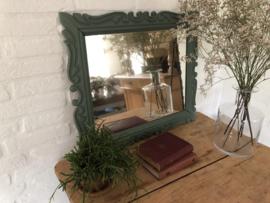 Spiegel groen met krullenlijst