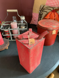 Oude rode petroleum kan