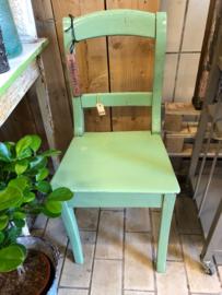 Groen houten stoeltje