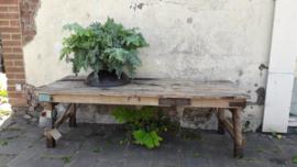 Lage oude salontafel