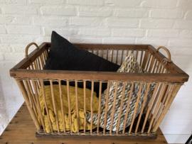 Oude houten (was)mand