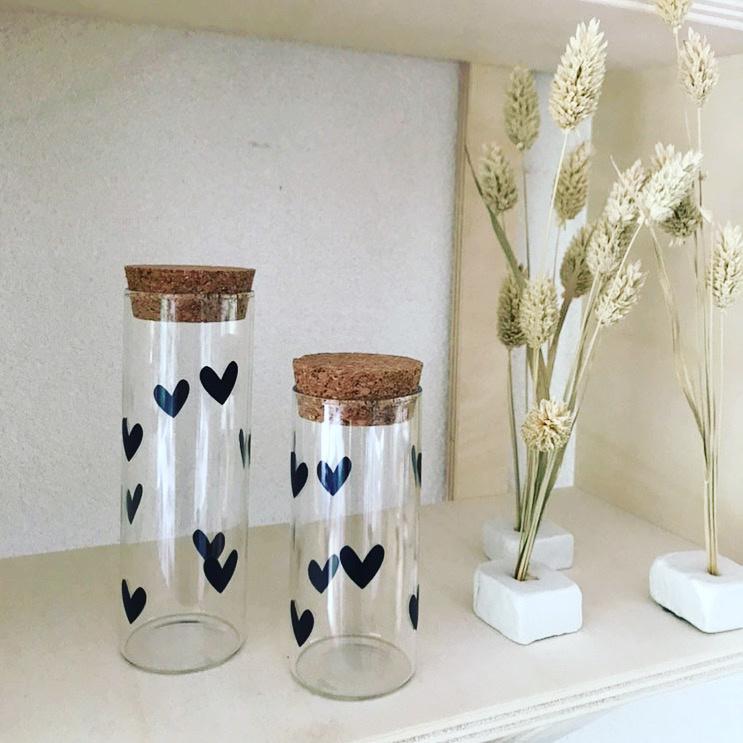 Glazen flesje (hoogte 13 cm)