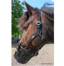 AS - Lederen graaskorf / graasmasker voor aan eigen halster