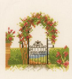 Home and Garden - Hek met Bloemen
