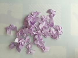Zakje van 25 stuks satijn strikjes lila