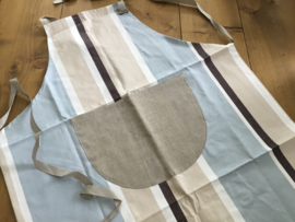 Keukenschort 50% linnen/50% katoen met opgestikte zak om te borduren.
