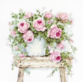 FLOWERS ON A STOOL (aida)